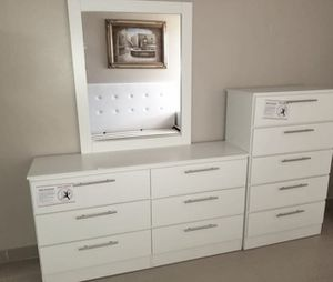 New mirror dresser and chest for Sale in Hollywood, FL