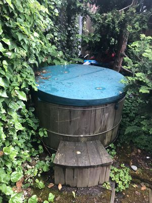 Snorkel Hot Tub/ traditional soaking tub for Sale in Seattle, WA