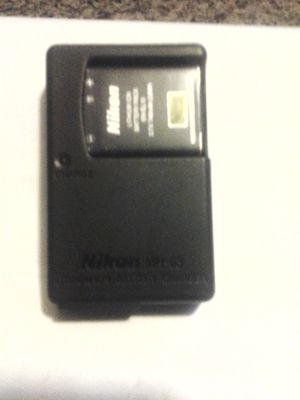 Nikon battery & charger MH-63 for Sale in Blue Springs, MO
