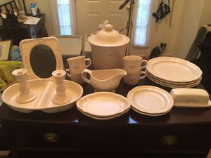 """Vintage 1970's Pfaltzgraff """"Remembrance"""" 19 Piece Set for Sale in Aberdeen, MD"""