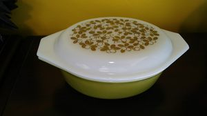 Vintage Oval Pyrex 043 1.5qt Verde/Olives with Lid for Sale in Chesapeake, VA
