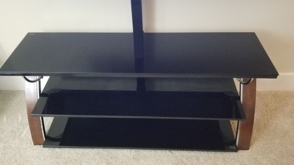 LG 50UM7300AUE 50 Inch Class 4K Ultra HD TV and Whalen payton 3 in 1 tv stand