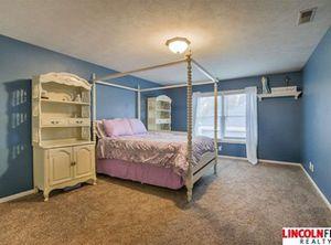 Girls bedroom set 4 poster for Sale in Lincoln, NE
