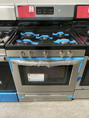 New Frigidaire Gas Range 1yr Manufacturers Warranty for Sale in Chandler, AZ