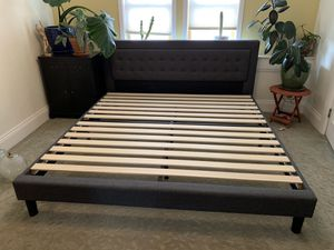 Modern tufted platform king bed for Sale in Denver, CO