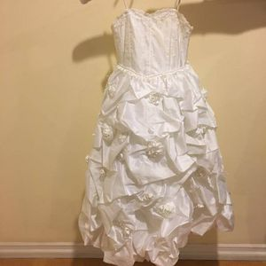 VERY BEAUTIFUL LONG BALL GOWN FOR GIRLS, WILL FIT SIZE 4-7 for Sale in Glendale, CA