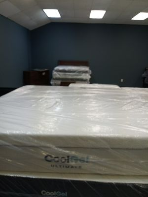 14 in cool gel ultimate king mattress 50 down same day delivery for Sale in Grove City, OH