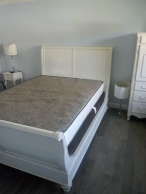 Nice queen bed for Sale in Fremont, CA