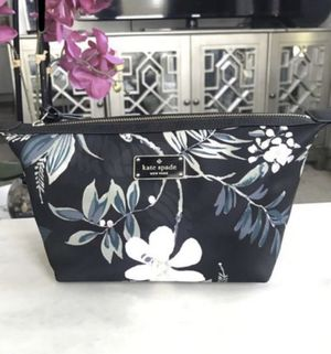 NWT Kate spade makeup bag for Sale in Tampa, FL