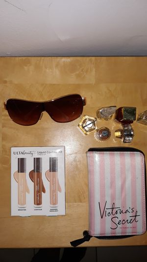 Contour, brushes, perfume, glasses. for Sale in San Jacinto, CA