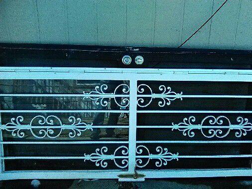 White Storm door in good condition