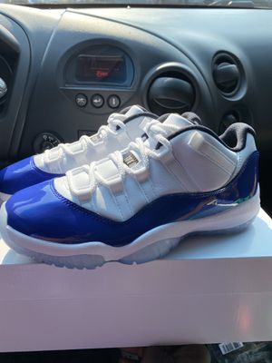 Air jordan 11 concord low size 5.5 wmns for Sale in Walton Hills, OH