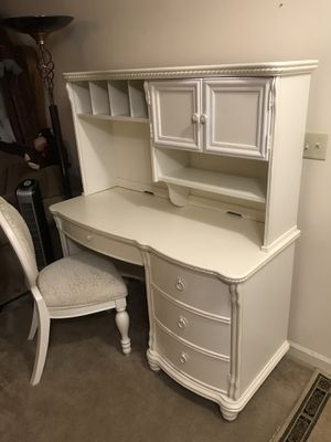 American Signature white desk with hutch and chair for Sale in Purcellville, VA