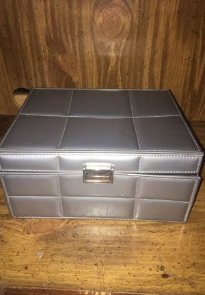 Makeup box comes with brushes and makeup for Sale in Parlier, CA