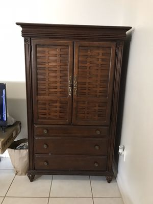 Beautiful and old wooden dresser. You only need the handle to open one of the doors. perfect conditions for Sale in Miami, FL