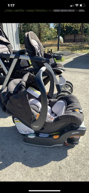 Chicco keyfit car seat and base for Sale in Puyallup, WA
