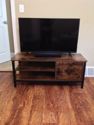 TV Table w/ Cubby for Sale in BRUSHY FORK, WV