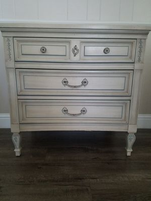 3 drawer dresser for Sale in Fresno, CA