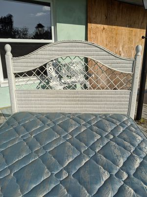 Twin Simmons beautyrest bed with white wicker headboard and frame for Sale in Port Charlotte, FL