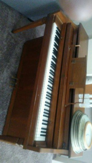 Piano🎹(Good🎼Working) for Sale in St. Louis, MO