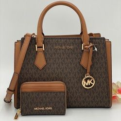 Michael Kors Hope Medium Leather Signature Logo MESSENGER & MD ZA CARD CASE for Sale in San Carlos,  CA