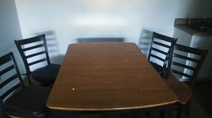Kitchen table w chairs $20 for Sale in Phoenix, AZ