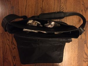 Kenneth Cole leather messenger bag for Sale in Chicago, IL