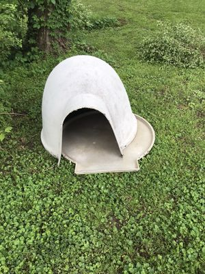Igloo dog house for Sale in Nashville, TN