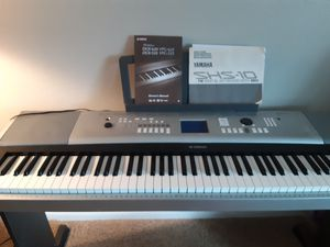 Yamaha midi full size keyboard with stand for Sale in Palm Harbor, FL