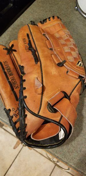 """14"""" left Lefty baseball softball glove broken in for Sale in Norwalk, CA"""