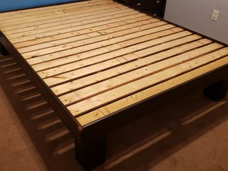 Very Heavy Duty Queen Bed Frame. for Sale in Orlando,  FL
