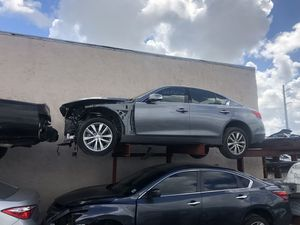 Infiniti Q50 part out 2.0 t 2017 for Sale in Miami, FL