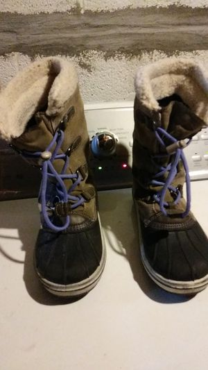 Thermalite girls winter boots size 5 for Sale in Dearborn, MI