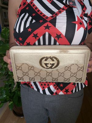 Authentic GG Monogram Gucci Zipper Wallet for Sale in Tampa, FL
