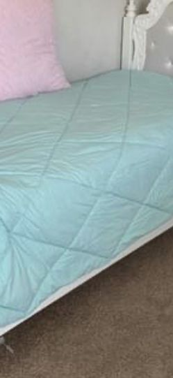 Twin bed From Ashley's for Sale in Gainesville,  FL