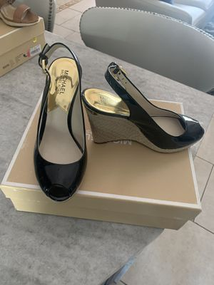 Michael Kors Size 8 look new for Sale in Cape Coral, FL