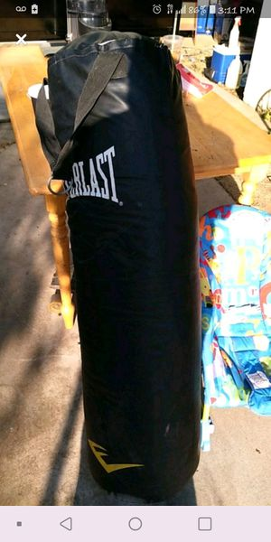 100 pd punching bag for Sale in Clovis, CA