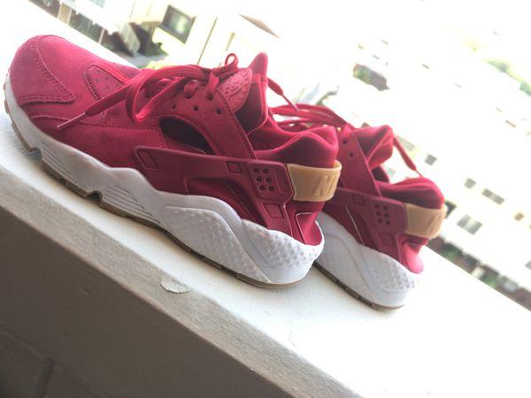 b11661f7e424e Red Nike huaraches 8.5 women s for Sale in Honolulu