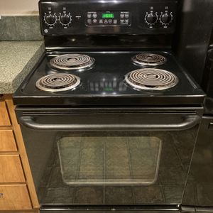 General Electric Stove with Self-Cleaning Oven for Sale in Auburn, WA