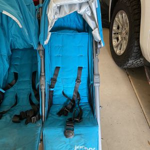 Double Umbrella Stroller for Sale in Gilbert, AZ