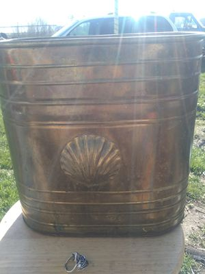 Waste paper container brass finish,good flower pot. for Sale in Saint CLR SHORES, MI
