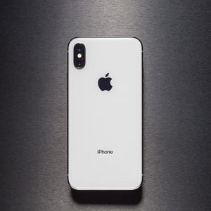 iPhone X (64gb) comes with charger and 1 month Warranty for Sale in Fairfax, VA