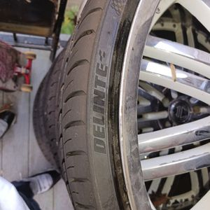 "24"" Tires 255/30zr24 for Sale in Belmont, NC"