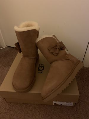 100% Authentic Brand New in Box UGG Daelynn Boots / Color: Chestnut / Women size 6 and Women size 9 for Sale in Lafayette, CA