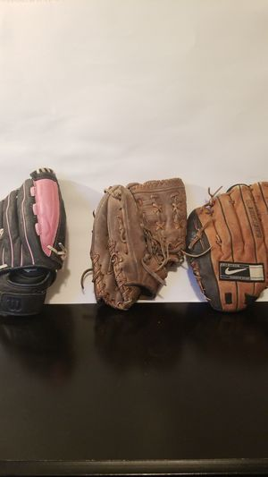 Baseball gloves for Sale in Victorville, CA
