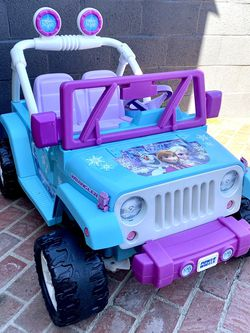 ❄️ GREAT CONDITION! 12V Power Wheels Frozen Jeep Wrangler Kids Battery Ride On ❄️ for Sale in Long Beach,  CA