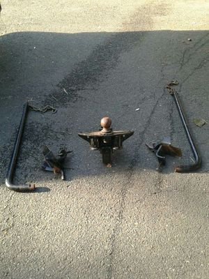 Tow hitch and stabilizer bars for Sale in New Britain, CT
