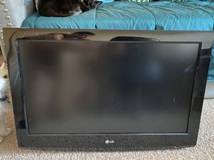 """32"""" LG FLAT SCREEN for Sale in San Marcos, CA"""