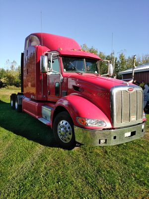 2013 Peterbuilt 386 Class 8 Conventional Sleeper Truck for Sale in Alden, NY