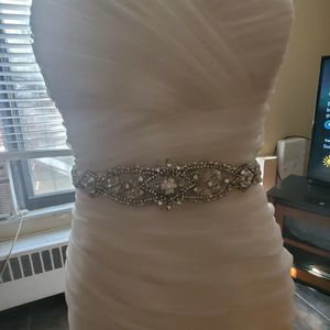 Plus Size Wedding Gown w/broach Bouquet for Sale in Washington, DC